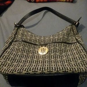 Tommy Hilfiger purse great condition